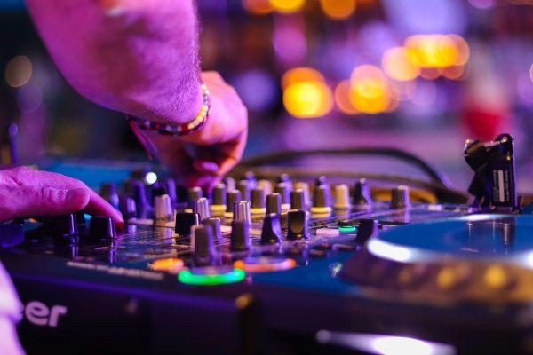 dj gia ekdilosi paidiko party karaoke fotorythmika etairikes ekdilosis fantasia events (4)