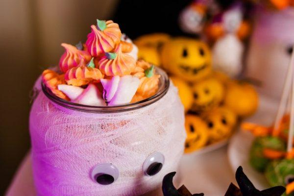 idees gia halloween party halloween etairiko party halloween ekdilosi event halloween diakosmisi halloween glyka halloween kataskeves (80)