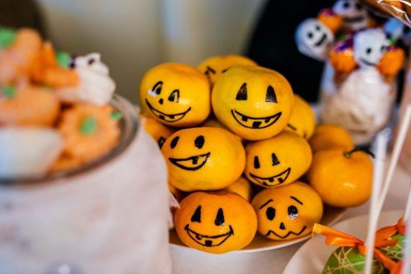 idees gia halloween party halloween etairiko party halloween ekdilosi event halloween diakosmisi halloween glyka halloween kataskeves (82)